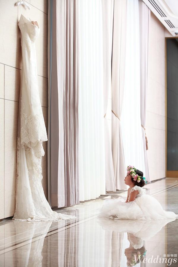 台北美福大飯店_花童仰望婚紗