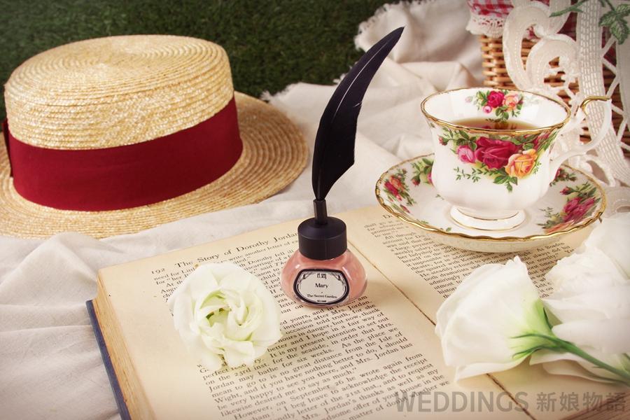 婚前美甲,婚禮美甲,婚紗指甲油搭配,羽毛筆指甲油